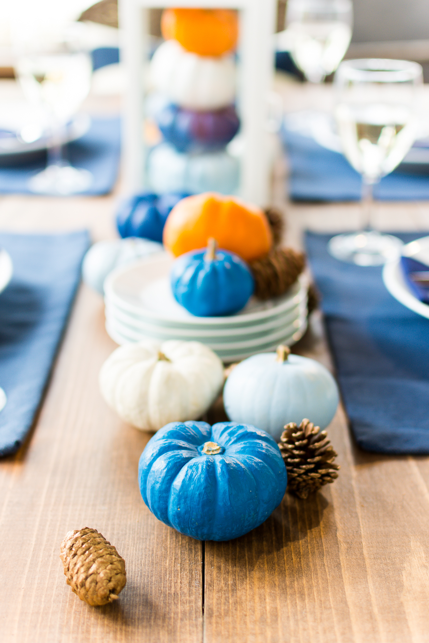 thanksgiving-table-setting-idea-navy-blue-white-orange-with-gallo-wine-pinot-grigio-itallstartedwithpait-com-24