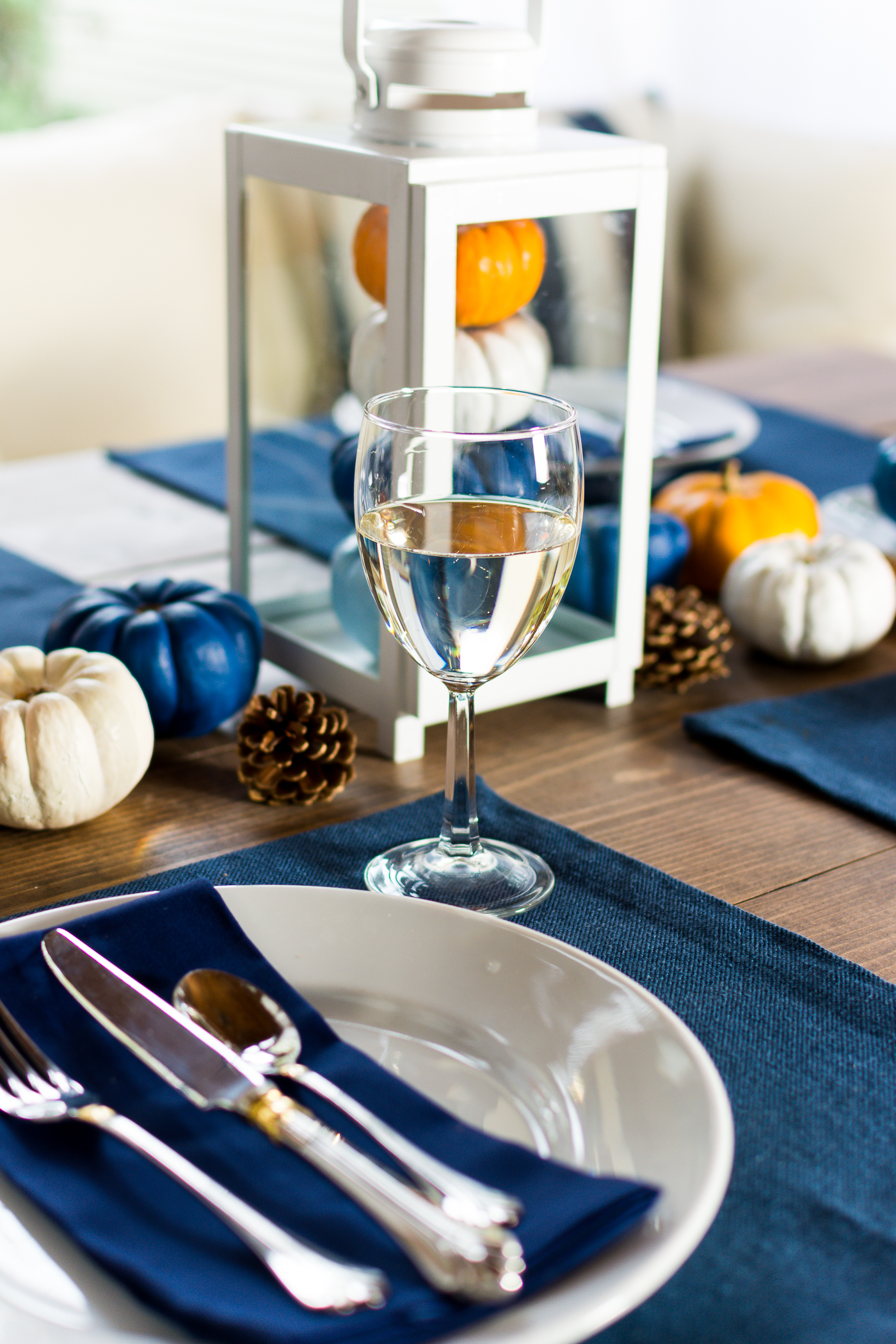 thanksgiving-table-setting-idea-navy-blue-white-orange-with-gallo-wine-pinot-grigio-itallstartedwithpait-com-30