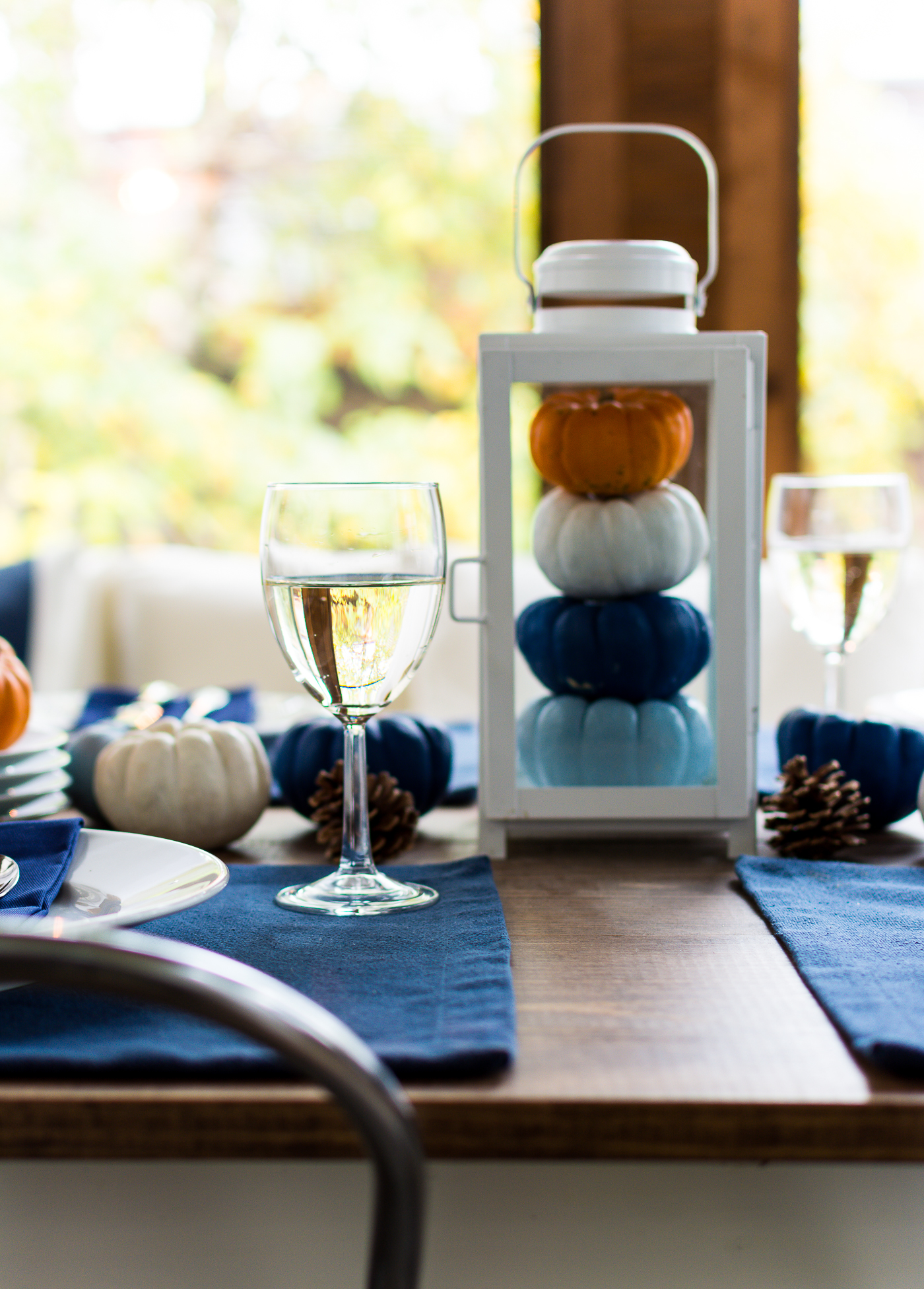 thanksgiving-table-setting-idea-navy-blue-white-orange-with-gallo-wine-pinot-grigio-itallstartedwithpait-com-58