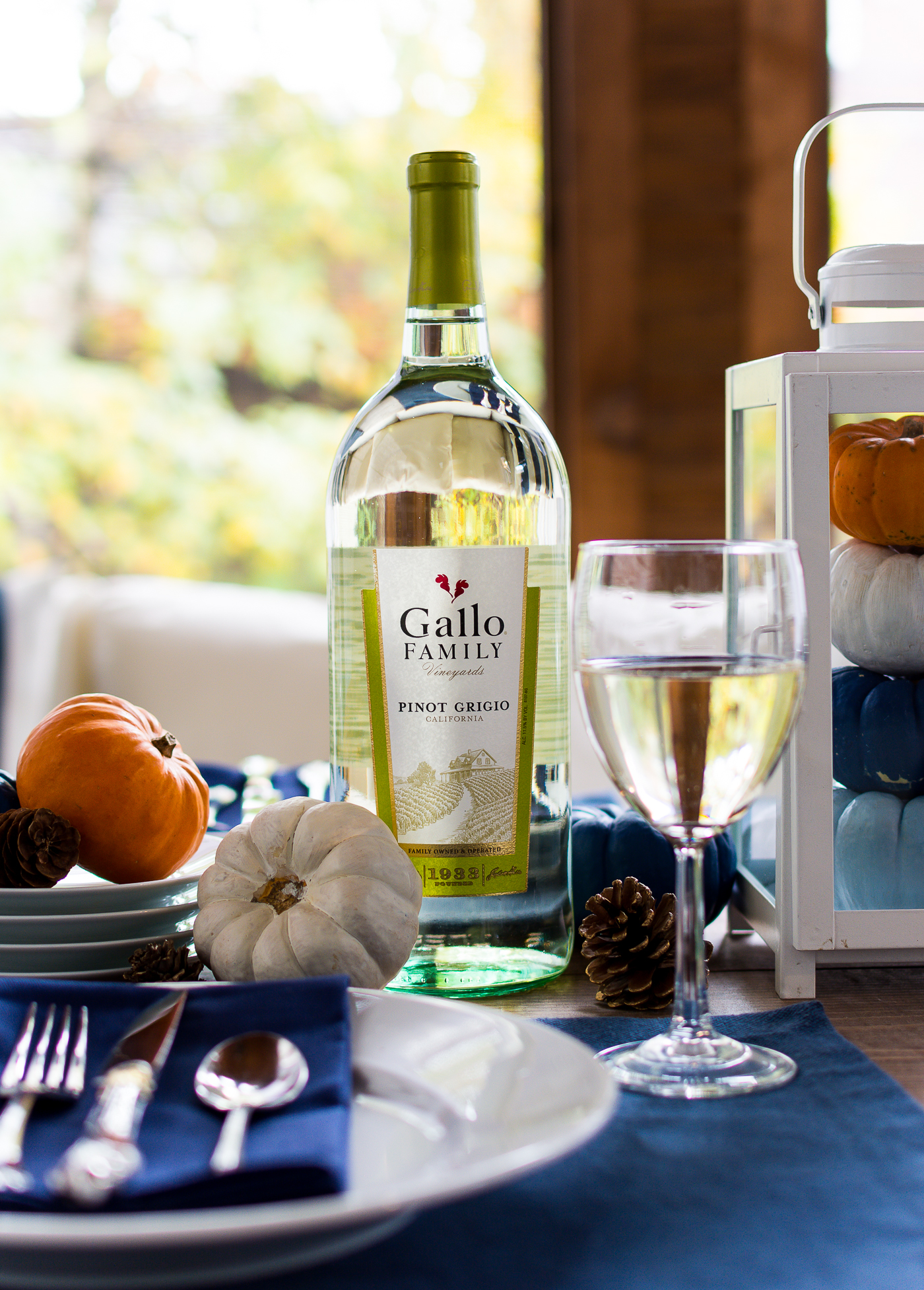 thanksgiving-table-setting-idea-navy-blue-white-orange-with-gallo-wine-pinot-grigio-itallstartedwithpait-com-7