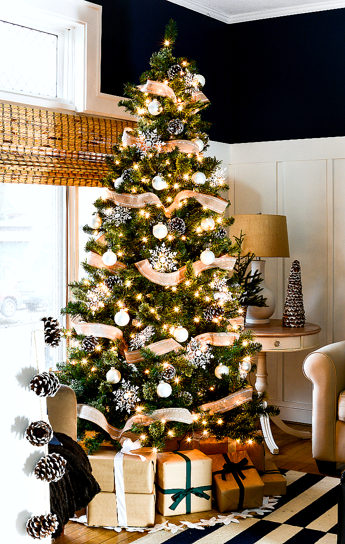 christmas tree with burlap ribbon pine cones it all started with paint. Black Bedroom Furniture Sets. Home Design Ideas
