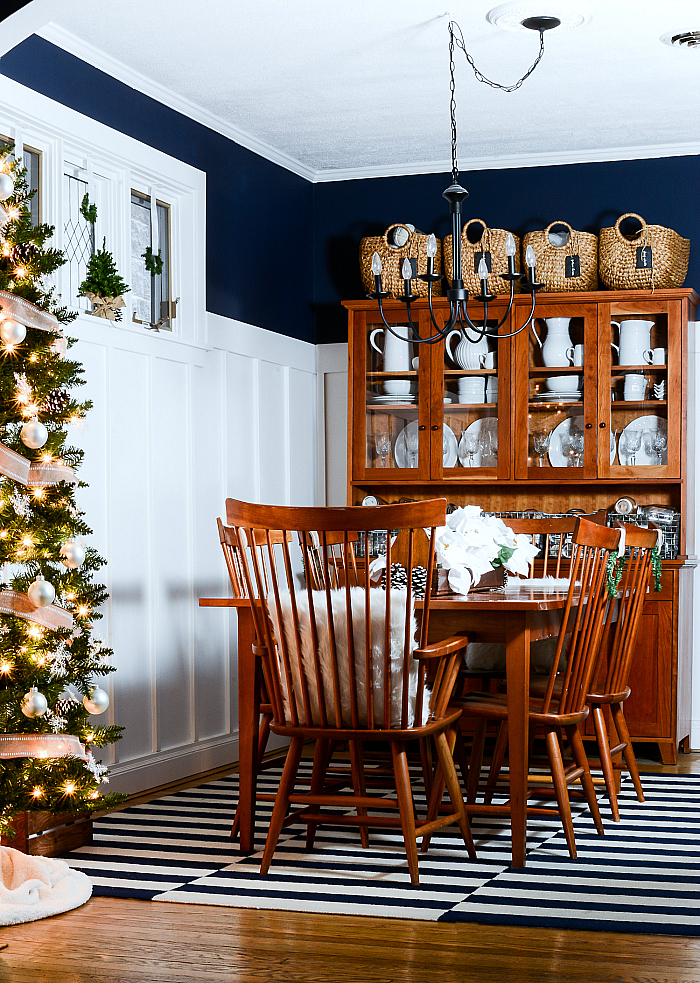 christmas-decorating-ideas-neutral-burlap-white-navy-rustic-dining-room-2-it-all-started-with-paint-5-of-5