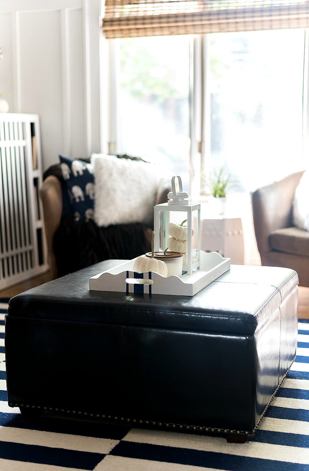 Fall Decor in Navy & White - Neutral Fall Decor Ideas