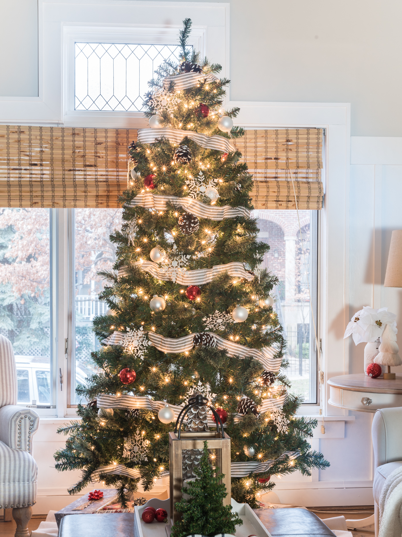 gray-white-red-christmas-tree-decorating-ideas @It All ...