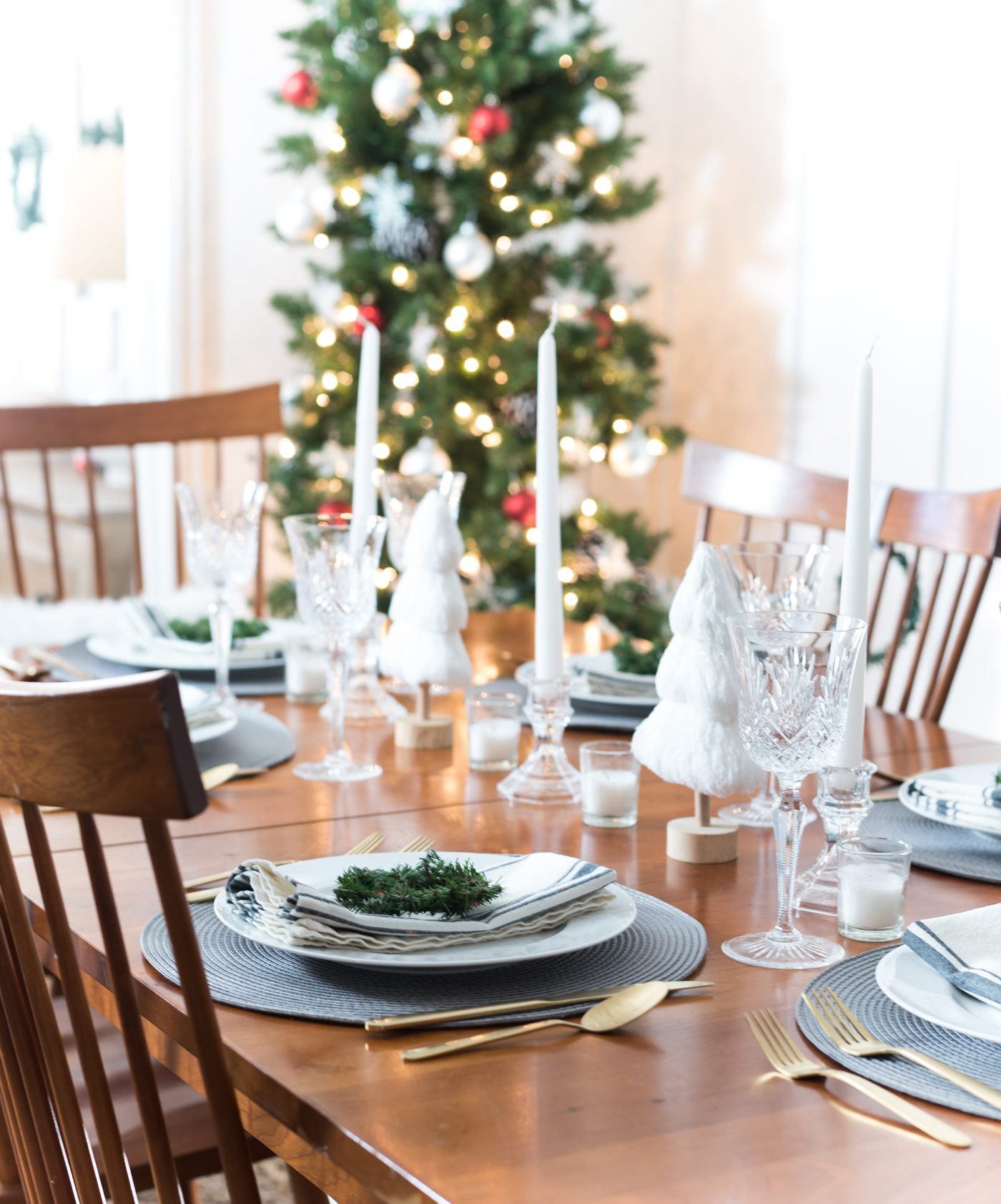 Easy holiday table setting and centerpiece gray white gold