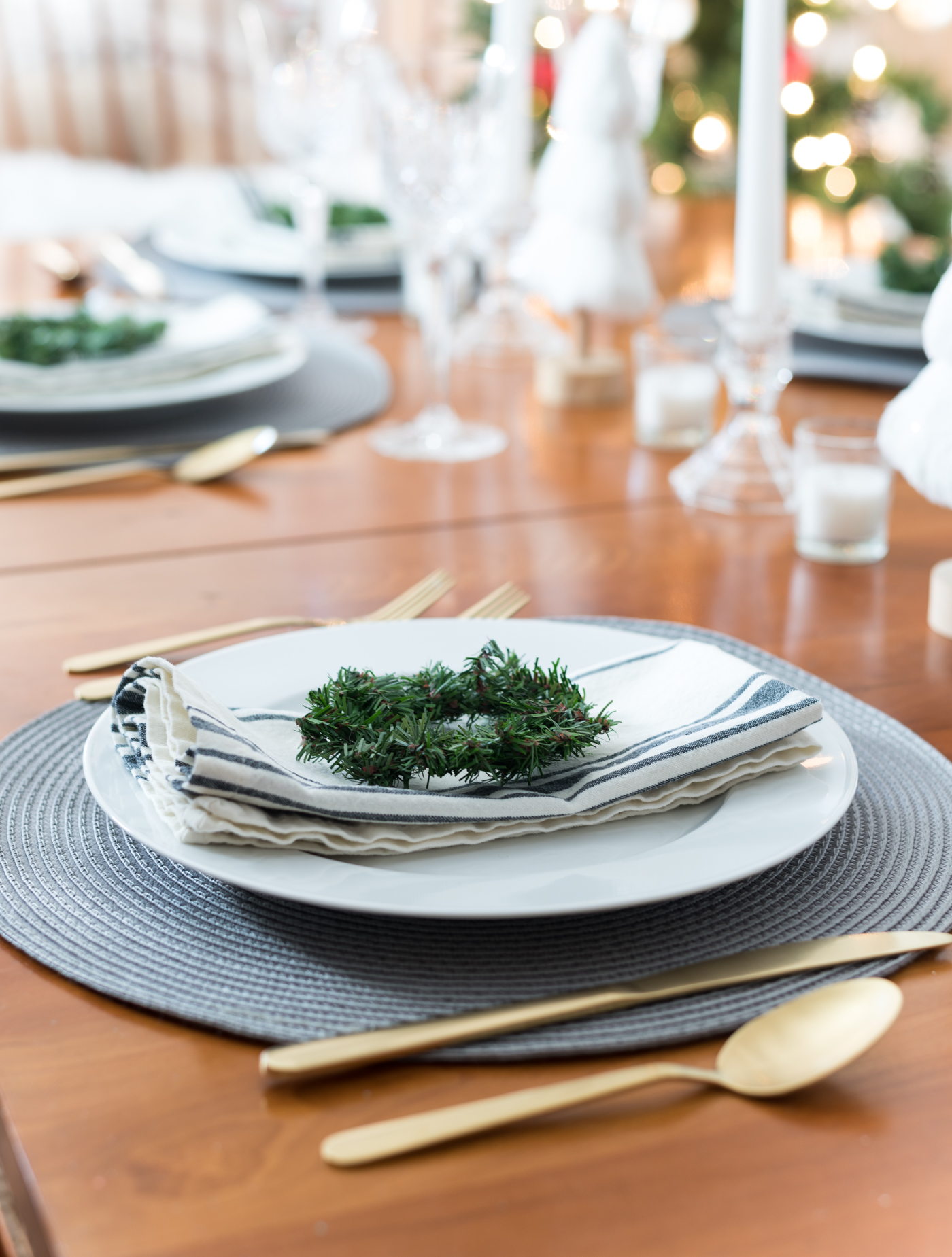 Christmas Table Setting in Gray, White, Gold