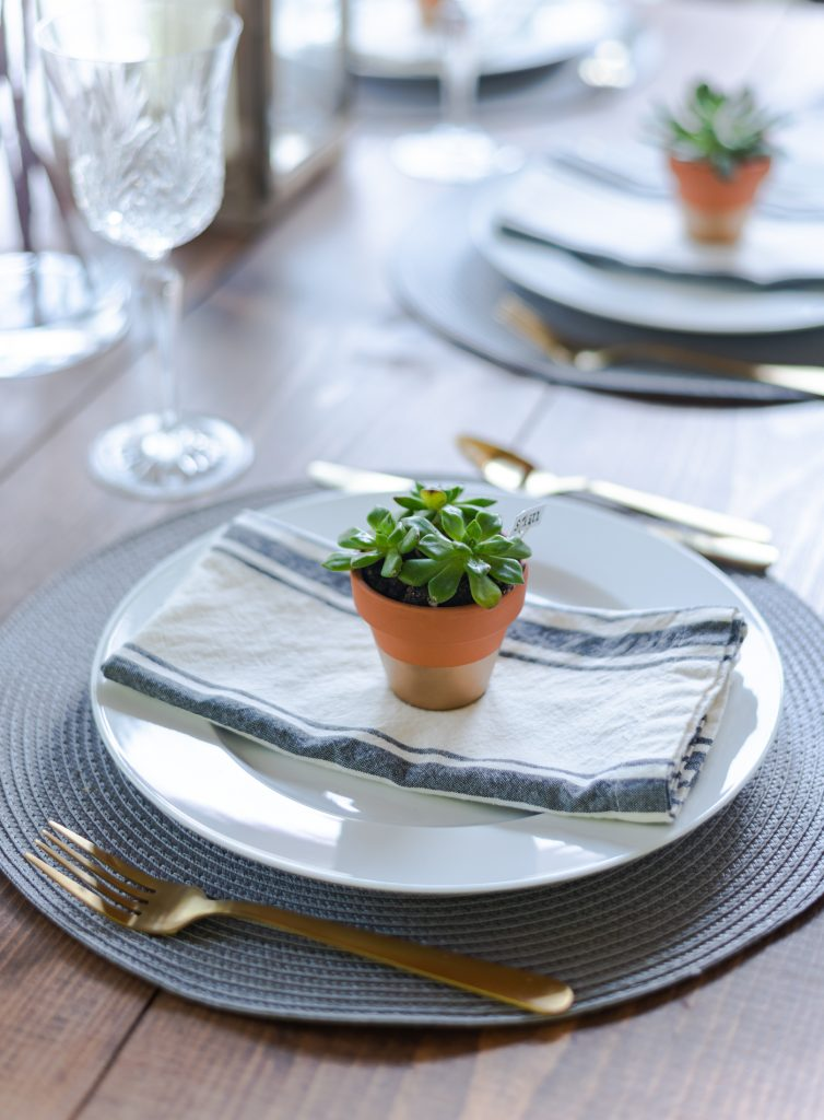 Summer Table Setting in Gray, White, Gold - Summer Table Setting Ideas