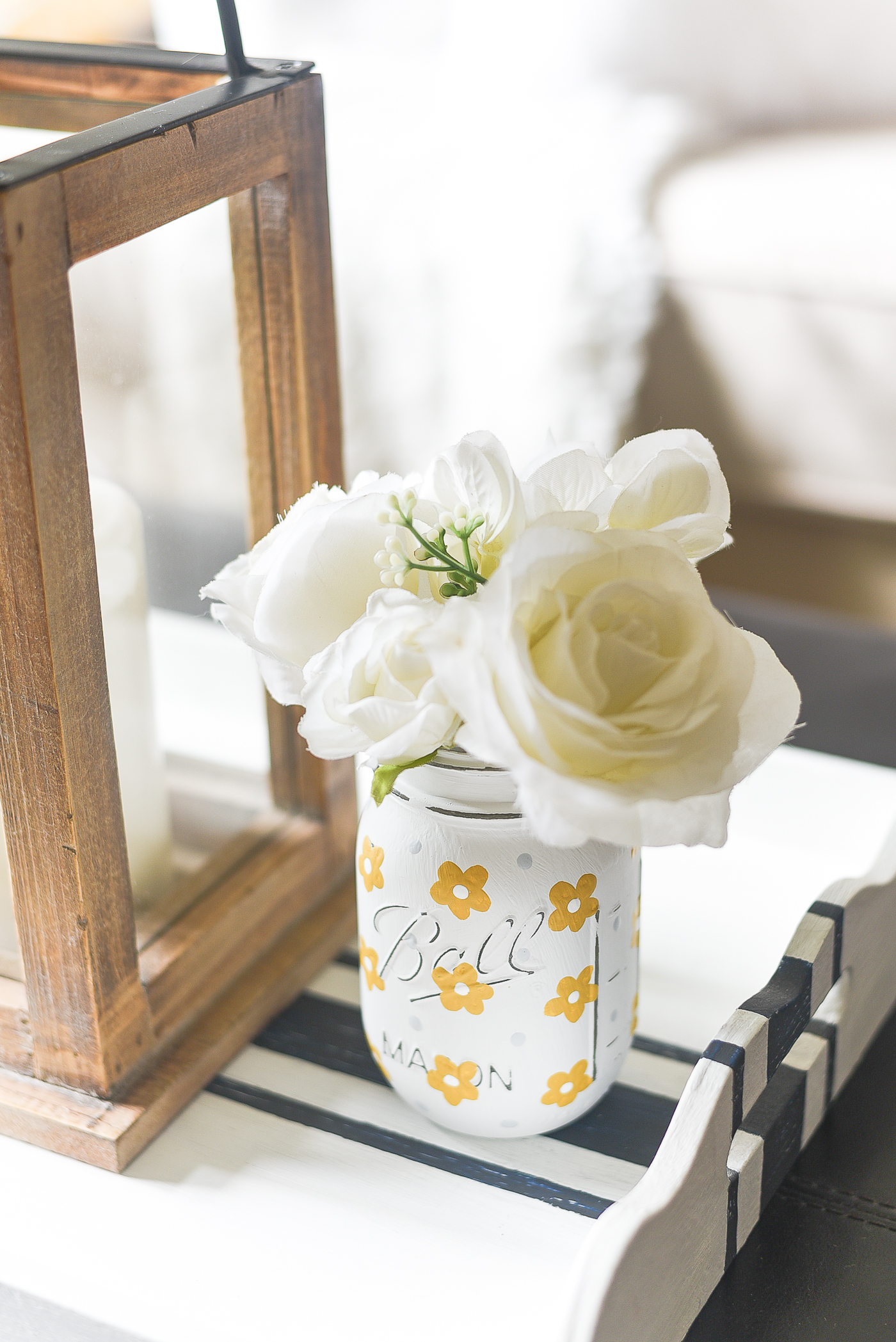 Yellow Daisies on Mason Jars - How to Paint Daisies Easy Tutorial.