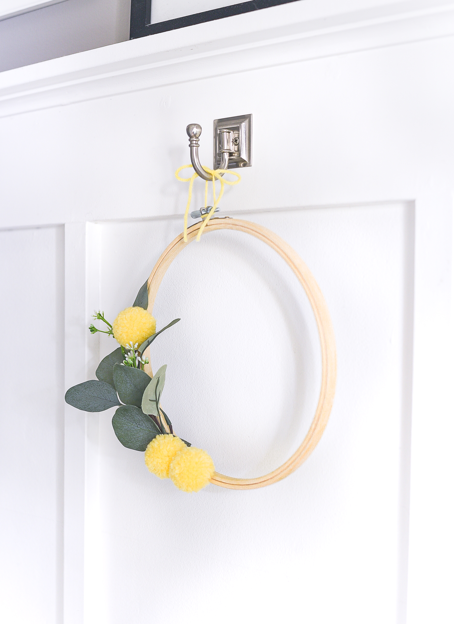 Embroidery Hoop Wreath with Faux Billy Ball Pom Poms - Yellow Summer Wreath Idea. Summer Embroidery Hoop Wreath with Faux Bill Ball Pom Poms.